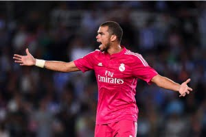 886-pepe-playing-with-real-madrid-pink-shirt-2014-15